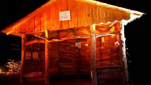 Hütte Nr. 5 bei Nacht